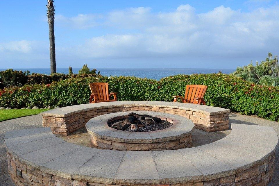 3 Custom Outdoor Fire Pit Ideas to Renovate Your Backyard in Saco